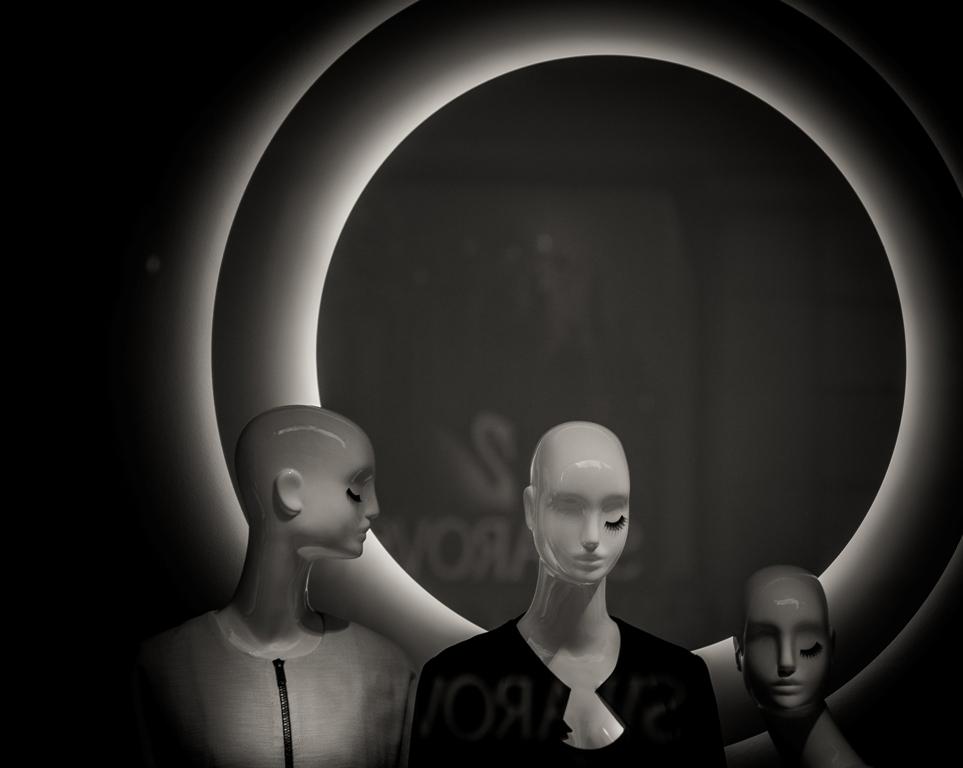 De la serie:  HUMANOS <br>  http://sietesombras.es