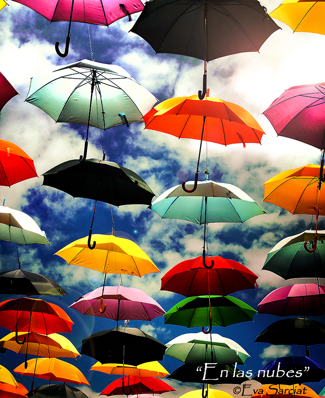 Título: En las nubes (de la serie Entre cielo y tierra) <br>http://traslaretina.wix.com/eva-sarciat <br>  https://www.facebook.com/evasarciatgarcia